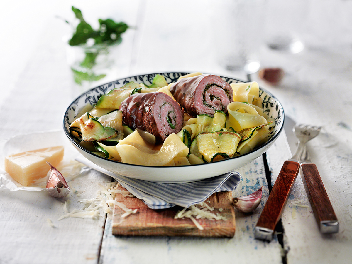 Unser Rezept zum Frühlingsbeginn: Involtini von der Bavette auf Pasta mit Zucchini
