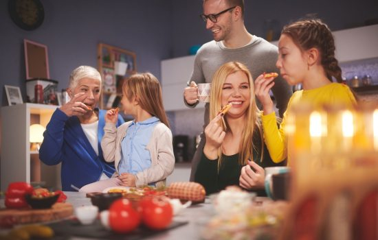 Brotzeit – wenn die Familie an einem Tisch sitzt